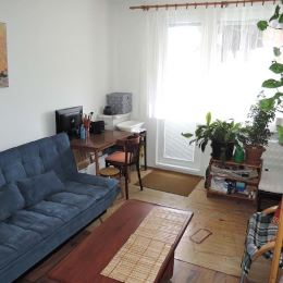 Na predaj čiastočne zrekonštruovaný veľký 2-izbový byt /výmera 66,7 m2/ v osobnom vlastníctve v Banskej Štiavnici, na ul. 1. mája, v bytovom dome na ...