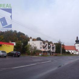 Realitný maklér Fazika Miroslav a BV REAL realitná kancelária ponúka na predaj 3+1 izbový byt aj s garážou obec Kľačno okres Prievidza.Nachádza v ...