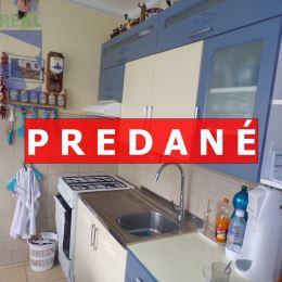Realitný maklér Fazika Miroslav a BV REAL realitná kancelária ponúka na predaj 2 izbový byt s balkónom Prievidza.Nachádza blízko centra mesta na ...