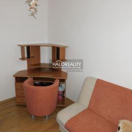 Ponúkame na predaj kompletne zrekonštruovaný štvorizbový byt na sídlisku Juh v Topoľčanoch. Byt, o ploche 82 m², sa nachádza na zvýšenom prízemí ...