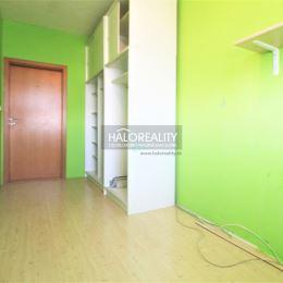 Ponúkame na predaj 4 izbový byt v Nitre na sídlisku Klokočina. Byt s rozlohou 78m² sa nachádza na 5 poschodí zo siedmich v zrekonštruovanom bytovom ...