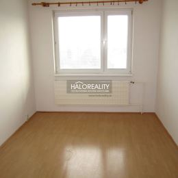 Ponúkame na predaj trojizbový byt v osobnom vlastníctve na sídlisku Zapotôčky v Prievidzi. Byt prešiel čiastočnou rekonštrukciou: okná boli vymenené ...