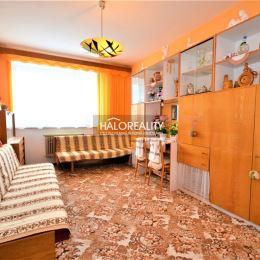 Ponúkame na predaj trojizbový byt v pôvodnomstave, 67m², v OV, v Liptovskom Hrádku, ulica Fr.Kráľa. Byt sa nachádza v nezateplenom bytovom dome na ...