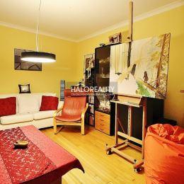 Ponúkame na predaj priestranný trojizbový byt s lodžiou v meste Dunajská Streda na ulici Nová Ves. Byt s veľkorysou rozlohou 76 m² sa nachádza na 6. ...