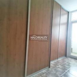 Ponúkame na predaj štvorizbový byt o rozlohe 83 m² / pôvodne ide o trojizbový byt / vo vyhľadávanej lokalite na Morovnianskom sídlisku mesta ...