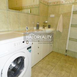 Ponúkame na predaj jednoizbový byt na sídlisku JUH v Topoľčanoch. Byt o veľkosti 35 m² sa nachádza na 1. poschodí jednoposchodového polyfunkčného ...