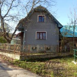 Ponúkame na predaj starší rodinný dom v centre obce Papradno. Ide o 2-podlažný podpivničený starší (cca 60 rokov) rodinný dom v tichej časti obce. Na ...