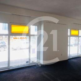 Ponúkame Vám na prenájom obchodný priestor v Nitre, na frekventovanej Mostnej ulici.DISPOZICIA: dve miestnosti, väčšia miestnosť má dve veľké okná na ...