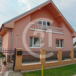 Realitná kancelária CENTURY 21 Pressburg vám ponúka príjemné bývanie na dedine s dostupnosťou do hl. mesta, s veľkou záhradou na ďalšie využitie s ...