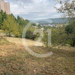 Ponúkame na predaj investičný pozemok v mestskej časti Košice - Juh, napojený na prístupovú komunikáciu z Užhorodskej ulice. Pozemok s celkovou ...