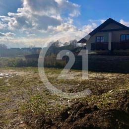 Realitná kancelária Century 21 Tatry a Vladimír Bryndák ponúka na predaj kompaktný pozemok v blízkosti golfového ihriska vo Veľkej Lomnici. Na ...
