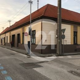 Ponúkame Vám na prenájom samostatné priestory s univerzálnym využitím v Nitre na Kalvárii, Kasalova ulica.Okná sú orientované na ulicu, bezbarierový ...