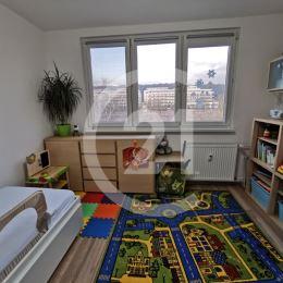 Century 21 Golden Real, EXKLUZÍVNE ponúka na predaj veľmi príjemný byt po kompletnej 3 ročnej rekonštrukcii, na dobrom mieste sídliska Terasa, ulica ...