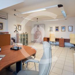 Century21Realprogres ponúka na prenájom kancelárie v polyfunkčnom objekte vhodné na podnikateľské účely v Nitre - ZOBOR hlavný ťah Kláštorská ulica ...