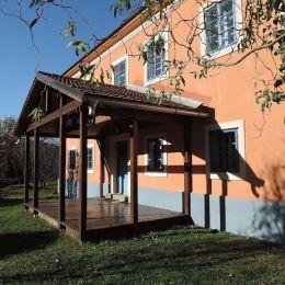 Na predaj zrekonštruovaný stredoveký dom v obci Vyhne /cca 10 km, 15 min/ od Banskej Štiavnice.Dom má kamenné múry hrúbky 1 m, je dvojpodlažný, v ...