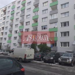 Ponúkame Vám na predaj 3 izbový byt v Martine Záturčí na ul. P.V.Rovnianka v zateplenom bytovom dome na . poschodí, nie prízemí. Interiér bytu je v ...