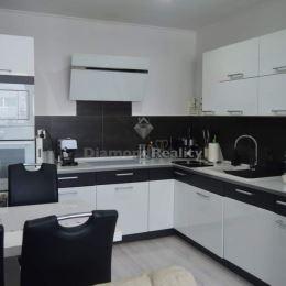 REZERVOVANE - MARTIN SIMKO z realitnej kancelárie DIAMOND REALITY Vám ponúka na predaj pekný, svetlý 2,5 izbový byt s loggiou, nachádzajúci sa na ...