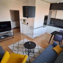 Na prenájom kompletne novozariadený klimatizovaný 3 izbový byt na ulici Kornela Mahra v Trnave. Blízo centra mesta a OC MAX. Byt má rozlohu 65 m2, ...