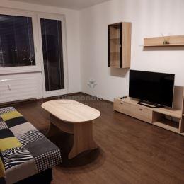 Ponúkame na prenájom 2 izbový veľkometrážny byt nachádzajúci sa na vynikajúcej lokalite na Klokočine v Nitre. Dispozičné riešenie: priestranná ...