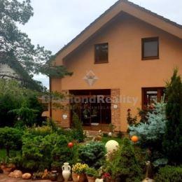 Ponúkame na prenájom jednoizbový byt v rodinnom dome v Nitre, na Zobori. Dispozičné riešenie: vstupná chodba, kuchyňa, spálňa, kúpeľňa vybavená vaňou ...