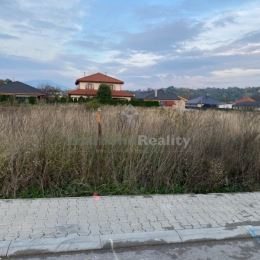 Ponúkame na predaj stavebný pozemok v Nitre, mestská časť Kynek vrátane podielu na prístupovej ceste. Výmera 950 m2. Pozemok sa nachádza medzi ...
