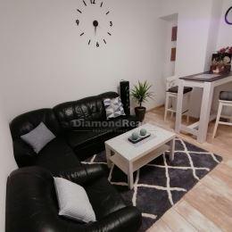 Ponúkame na prenájom rodinný dom v Nitre - v Janíkovciach. Vhodný na trvalé bývanie, alebo ako kancelárie, prípadne sídlo firmy. Dom je rozdelený na ...