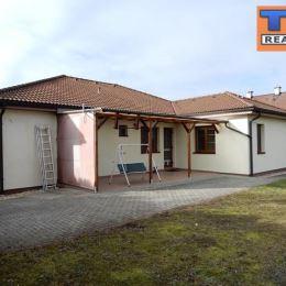 Na predaj tehlový 4+1 izbový rodinný dom v tichej lokalite Topoľčian - Malinová ulica. Dom bol kolaudovaný v roku 2006 a postavený je na luxusnom ...