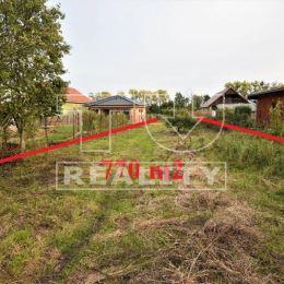 TU reality ponúka na predaj pozemok v obci Smolenice, okres Trnava, o veľkosti 770 m2, ktorý slúžil ako záhrada. Možnosť riešiť ako stavebný pozemok. ...