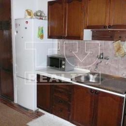 TUreality Vám ponúka na predaj dvojizbový byt v Partizánskom. Byt je v pôvodnom stave, má vymenené okná a vchodové dvere. Byt ponúka veľa možností na ...