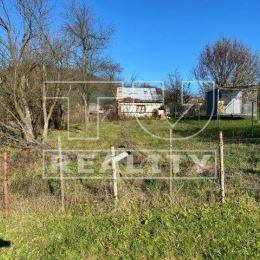 Na predaj stavebný pozemok v obci Malá Čierna. Pozemok je mierne svahovitý o celkovej rozlohe 967m2. Rozmery cca 97x10m. Celkové rozmery sú zobrazené ...