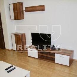 Na predaj 2-izbový byt o výmere 45m2 plus loggia o výmere 5m2 a k bytu prináleží aj pivnica o výmere 3m2. Byt sa nachádza na druhom poschodí z troch ...