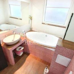 TUreality Vám ponúka na predaj 3- izbový byt, bauring v Banskej Bystrici v časti Fončorda. Byt sa nachádza na prvom poschodí v bytovom dome s ...