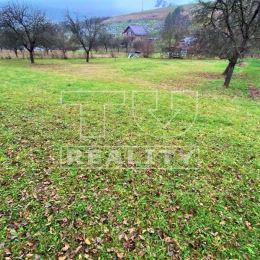 Na predaj slnečný rovinatý pozemok o rozlohe 1354m2. Rozmery pozemku sú 28x50m. Na pozemku je k dispozícií elektrika. Pozemok sa nachádza v obci ...