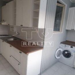 TU reality Vám ponúka na predaj tento priestranný, slnečný byt s loggiou, nachádzajúci sa v obľúbenej časti sídliska Fončorda v Banskej Bystrici.Byt ...