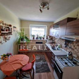 Na predaj slnečný 2-izbový byt s vlastným kúrením a balkónom v Partizánskom na ul. Strojárenská o ploche 57m2 na 2/3, poschodového bytového domu. Byt ...