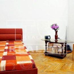 Na predaj 2 izbový byt v centre mesta Trenčín, ul. Soblahovská. Byt s celkovou rozlohou 50 m2 sa nachádza na vyvýšenom prízemí v zateplenom bytovom ...