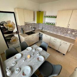 Ponúkame na prenájom 4 izbový byt nachádzajúci sa v Nitre, Čajkovského ulica na Klokočine. Výhodou tohto bytu je, že všetky izby majú samostatný ...