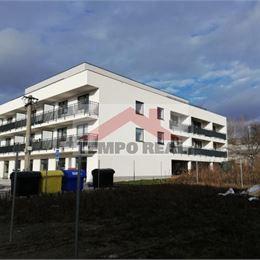 Prenajmeme na dlhodobý nájom nový 1-izbový byt 43 m2 s veľkou loggiou, na 2. poschodí, čiastočne zariadený - rozkladacia sedacia súprava, ...