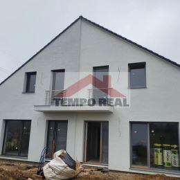Predáme 5-izbovú novostavbu rodinného domu - časť dvojdomu v lokalite Trnava, Kamenný mlyn, tichá časť. Úžitková plocha 170 m2, zastavaná plocha 110 ...