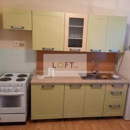 Ponúkame Vám na predaj 1 izbový byt Sklené Teplice, okres Žiar nad Hronom. Tento útulný byt sa nachádza na 2. poschodí bytového domu s loggiou. Byt ...