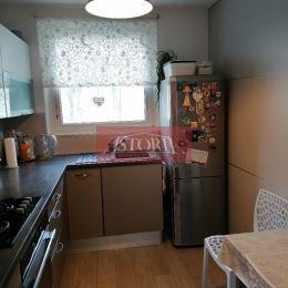 Ponúkame Vám na predaj 4-izbový byt s lodžiou a 2 pivnicami v Martine v Košútoch 2. Orientácia V/Z. Plocha 86m2. Byt prešiel rekonštrukciou. ...