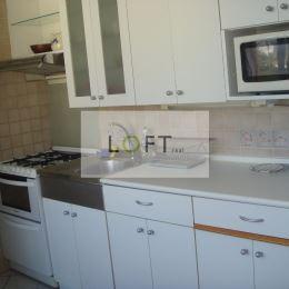 Ponúkame na prenájom 3 izbový byt na ul. L. Dérera, BA-III. Nové Mesto.Výmera 70 m2 , loggia, pivnica, poschodie 12/12.Byt čiastočne zrekonštruovaný ...