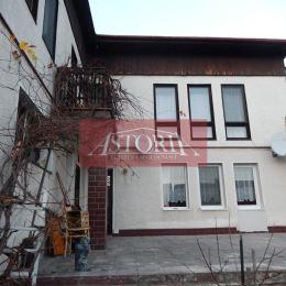 Ponúkame Vám na predaj dvojgeneračný rodinný dom v Martine na Stráňach. Nehnuteľnosť je postavená na pozemku o výmere 979 m2, zastavaná plocha 120 ...