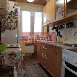 Ponúkame Vám na predaj 4-izbový byt v obci Belá-Dulice. Nachádza sa na 2. poschodí z 2. Strecha je po rekonštrukcii. Orientácia: V-Z. Plocha 83m2 (4 ...