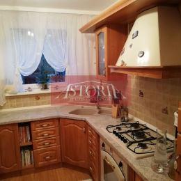 Ponúkame Vám na predaj zariadený 3-izbový byt v Martine na Ľadovni. Ide o priechodný bauring. Nachádza sa na 2. poschodí zo 4 v zateplenom panelovom ...