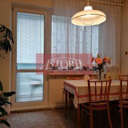 Ponúkame Vám na predaj veľký 4-izbový byt (108m2) v centre Martina. Nachádza sa v tehlovom dome na 2. podlaží zo 4. Orientácia: V-Z. Súčasťou bytu sú ...