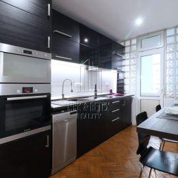 MRK-RETEX, s.r.o. – realitná kancelária pôsobiaca na realitnom trhu od roku 1999Vám EXKLUZÍVNE PONÚKA na predaj 3 izbový byt na ulici Bradáčova v ...