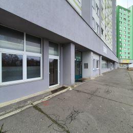Ing. Hana Halanová 0905 606 016Ponúkame na prenájom obchodný priestor na ulici Znievska15 hore na terase. Rozloha o výmere 40m2. Priestranná ...