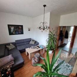 Exkluzívne u nás. Ponúkame na predaj rodinný dom nachádzajúci sa v mestskej časti Orlové. Dom má celkovú zastavanú plochu 260 m2, pričom má dve ...