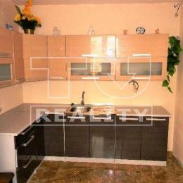 Na predaj 3-izbový byt v Prešove, Kotrádova ul., 1. posch., ktorý prešiel čiastočnou rekonštrukciou. Byt s rozlohu 58 m2 pozostáva z chodby, 3 ...